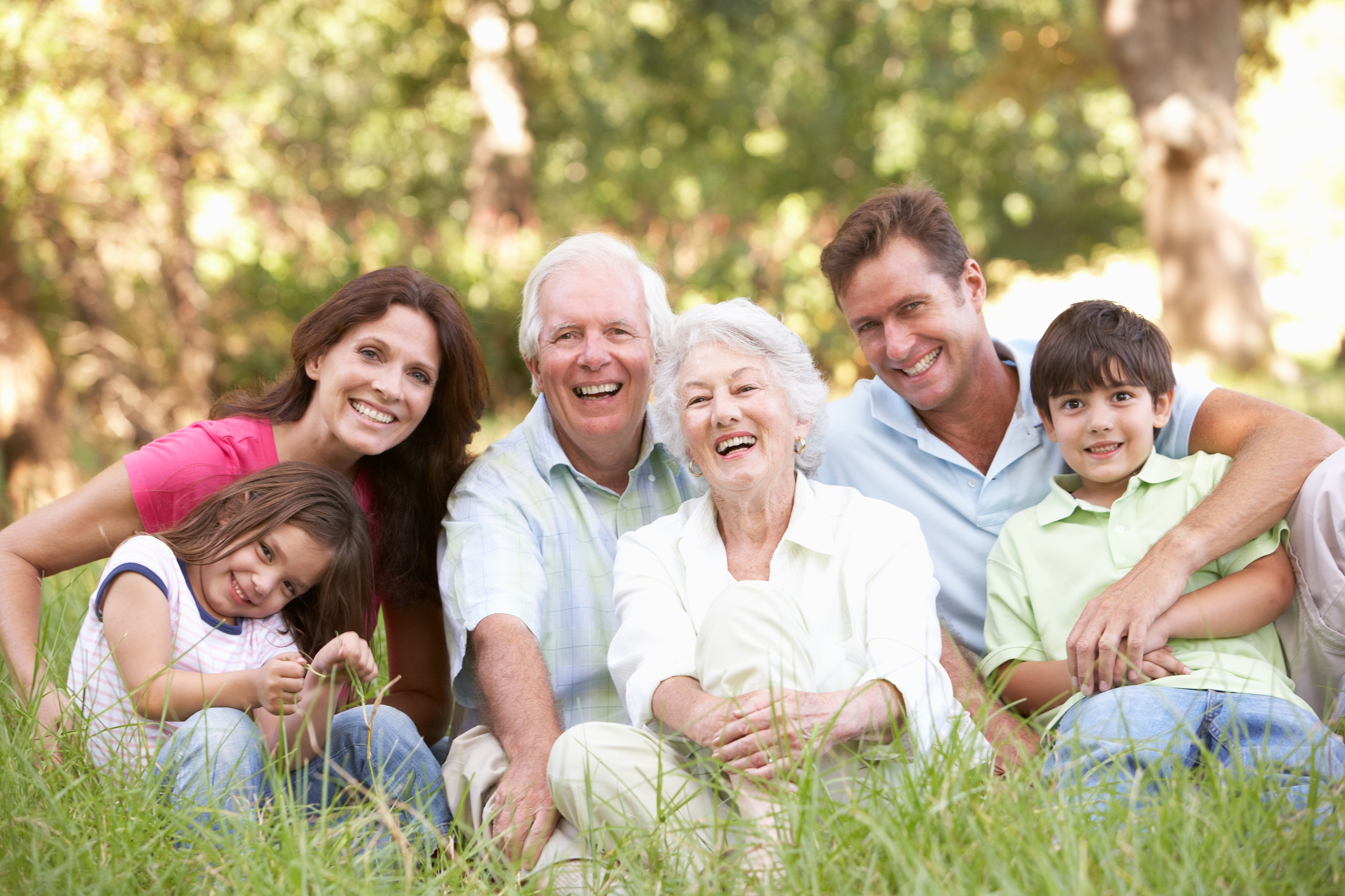 Familiy-With-Grandparents-